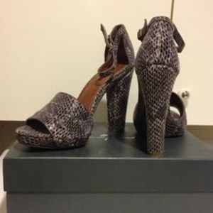 7 For All Mankind Stunning Snakeskin Leather Pumps